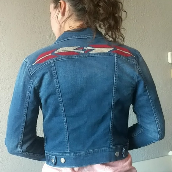 Levi's Jackets & Blazers - Levi's embroidered Tucker jean jacket sz M
